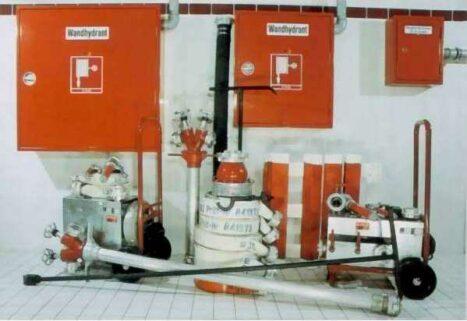 Hydranten, Steigleitungen und Schläuche
